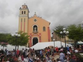 La Iglesia San Antonio de Padua en Barranquitas, vista desde el gazebo de la plaza pública. (Cristian Arroyo/Diálogo)