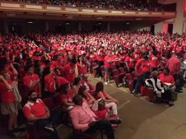 Foto 3- Estudiantes de nuevo ingreso son recibidos en el Teatro UPR