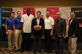 El dirigente de la selección nacional de baloncesto masculino, Rick Pitino, junto con su equipo de trabajo. (Michelle Estades)