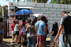 "El ""food truck"" High Kitchen en el First Food Truck Summer Fest de la UPR. (Michelle Estades / Diálogo)"