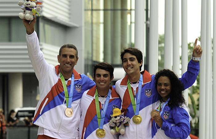 Oro y bronce en vela. Quique Figueroa, Raúl Ríos, Fernando Monllor y Franchesca Váldes celebran sus triunfos. (Quique Aparicio COPUR)