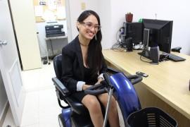 Yessenia Torres es parte del programa 'Mi primera experiencia laboral' y actualmente labora en la Oficina de Comunicación de la Administración Central de la Universidad de Puerto Rico. (Glorimar Velázquez / Diálogo)