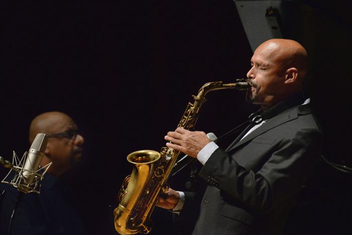 En su concierto, Miguel Zenón exploró la identidad de la diaspora. (Ricardo Alcaraz/Diálogo)