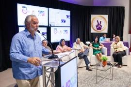 El doctor Johnny Rullán moderó el panel del lanzamiento de la campaña de vacunación de VOCES, ayer, en el Anfiteatro de Ciencias Médicas. (Suministrada)