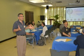 El doctor Christopher Papadopoulos, uno de los portavoces de la Conferencia en el Recinto, ofreció un saludo de bienvenida a los invitados. (Suministrada)