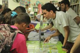 Estudiantes de PREM ofreciendo un taller en la Escuela Andrés Soto Quiñones en Yabucoa. (Facebook)