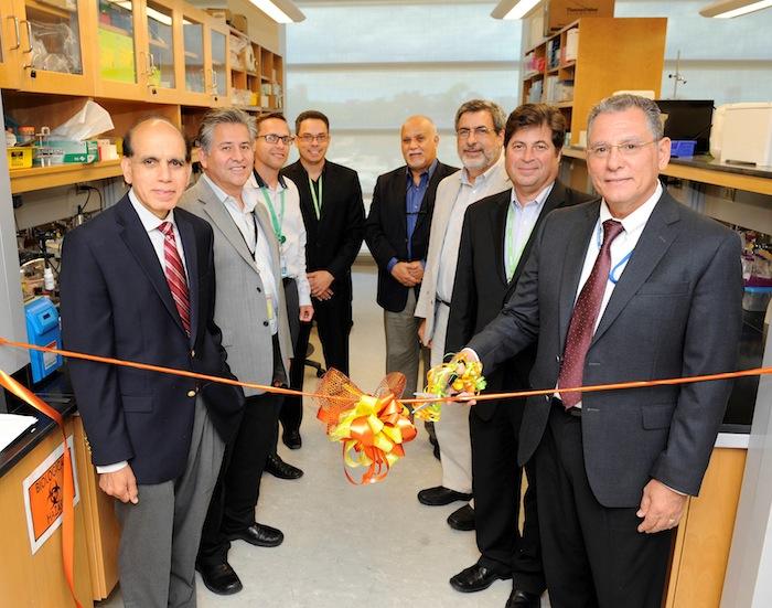 Corte de cinta del área de investigación para la facultad del Programa PR-INBRE, en el Centro de  Investigación en Ciencias Moleculares (CICiM) de la UPR. (Suministrada)