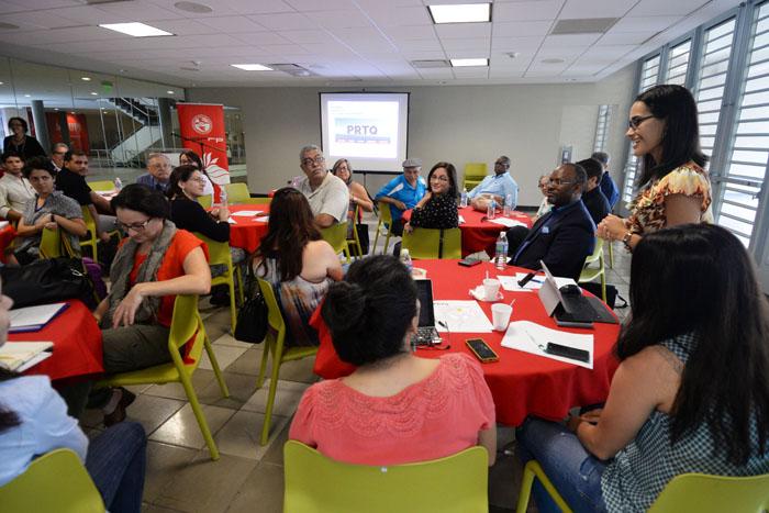 Representantes de distintas entidades comunitarias estuvieron presentes. (Ricardo Alcaraz/ Diálogo)