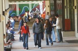 Estudiantes en la Facultad de Educación. (Ricardo Alcaraz/ Diálogo)