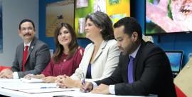 Uroyoán Walker, Pres. UPR; Ada Monzón, Camrmen Guerrero, Sec. Depto. Recursos Naturales; y Yamil Morales, de Microsoft.(Suministrada)