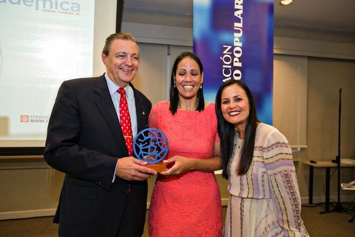 Wanda Díaz Merced, al centro, junto a Richard Carrión y Beatriz Polhamus. Foto por Carmen Milagros Rodríguez. (Suministrada)