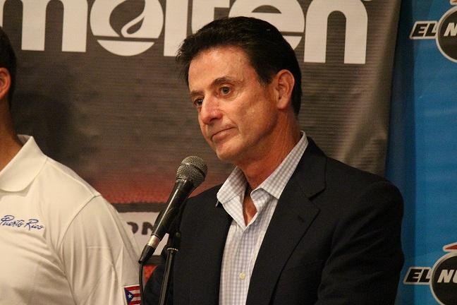 """Este """"reality show"""" federativo tiene varios personajes. Rick Pitino, por ejemplo, renunció a la dirección del equipo nacional previo al último partido del Preolímpico. (Michelle Estades / Diálogo)"""