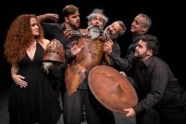 """""""Man of La Mancha"""" cuenta la historia de Don Quijote de la Mancha como una obra de teatro dentro de una obra de teatro, representada por Miguel de Cervantes y sus compañeros de prisión mientras esperan la audiencia con la inquisición española. (Suministrada)"""