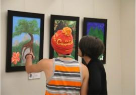 Estudiantes exponen su arte en la UPR Utuado. (Suministrada)