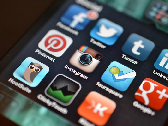 Con el lanzamiento de los teléfonos inteligentes o smartphones hace alrededor de 10 años, cambió la percepción de lo que era un teléfono celular y con ello, muchas prácticas sociales. (www.flickr.com/creativecommons)