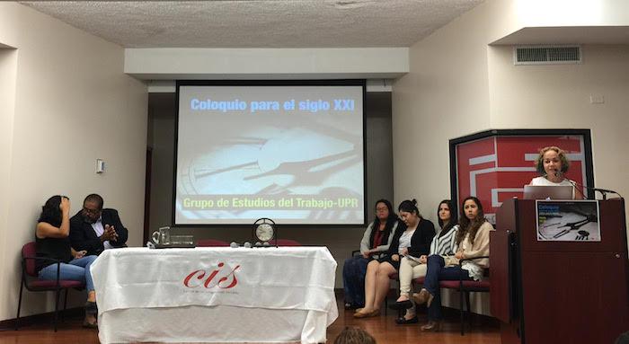 La directora del Centro de Investigaciones Sociales (CIS), doctora Laura Ortiz, moderó el coloquio en el que se presentaron seis pertinentes trabajos de investigación. (Cristian Arroyo/Diálogo)
