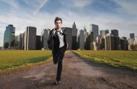 El downshifting es en esencia cuestionar el modo de vida moderno, que se encuentra impulsado por deseos y ambiciones materiales. (www.ecoportal.net)