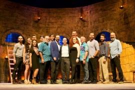 Elenco de Man of La Mancha, junto al director Edgar García, al centro. (Gustavo Ramos / Suministrada)