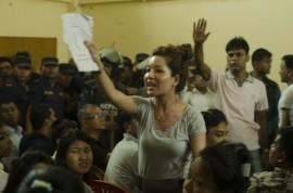 Mujeres activistas se oponen a un nuevo proyecto de Constitución que agravaría la desigualdad de género. Crédito: Post Bahadur Basnet