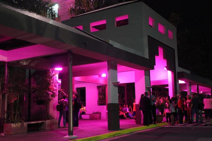UPR Carolina rosa por solidadridad con los pacientes de cáncer. (Suministrada)