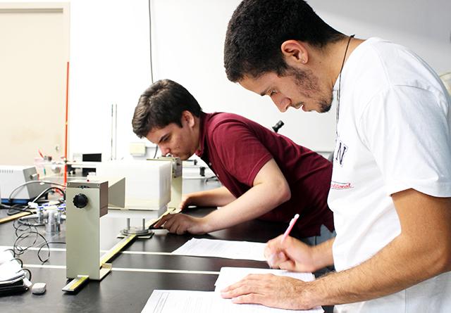 Este departamento del recinto humacaeño graduó un promedio de diez estudiantes o más en los años 2012, 2013 y 2014. (Suministrada)