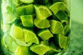 Expertos recomiendan tomar las limonadas sin endulzantes artificiales. (Flickr/ Luci Correia)