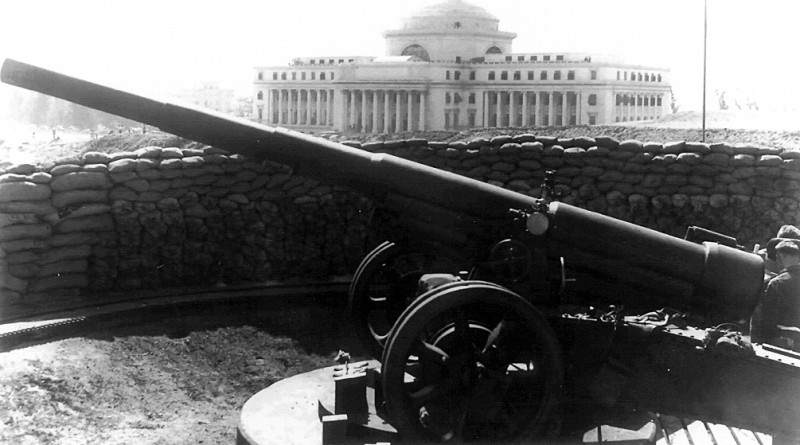 155mm gun from La Princesa Battery at Fort San Cristóbal close to the Puerto Rico Capitolio, 1942 (National Archives, Still Photos Branch)
