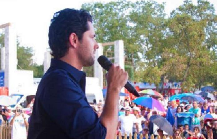 Arroyo hablando