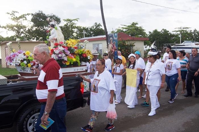 Virgen del Carmen en procesión hacia el Bo. Dulces Labios, Mayagüez (Jannette Ramos García/especial para Diálogo)