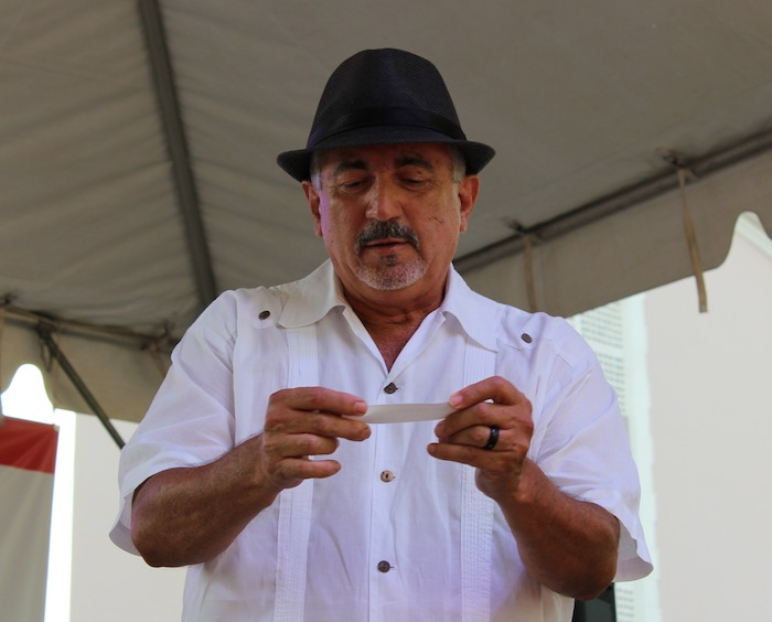 Roberto Silva Gómez es el nuevo trovador nacional. (Deborah A. Rodríguez / Diálogo UPR)