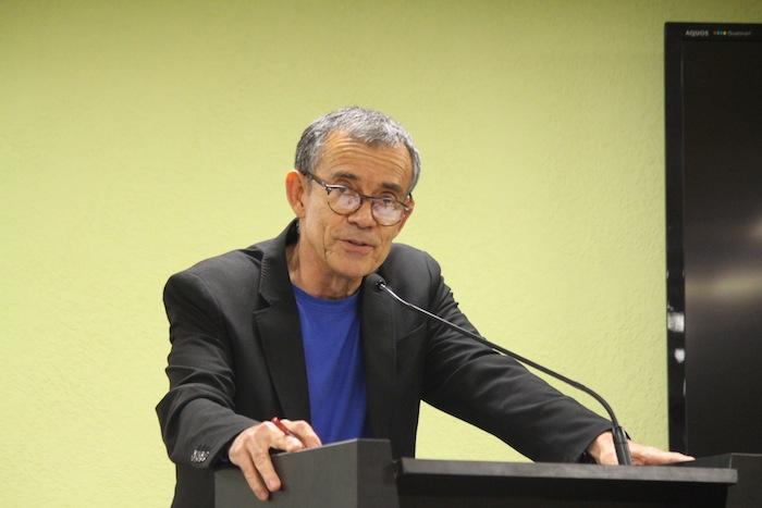 Rafael Aragunde presenta su nuevo libro. (Glorimar Velázquez/ Diálogo)