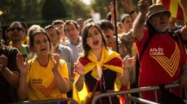 Manifestantes a favor de la independencia catalana en las afueras del Parlamento en 2014, cuando todavía el plan secesionista se encontraba en pañales. (Suministrada)