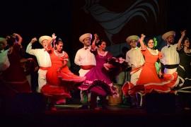 Ballet Folklórico Gíbaro en el Festival Navideño de la UPR-RP. (Ricardo Alcaraz)