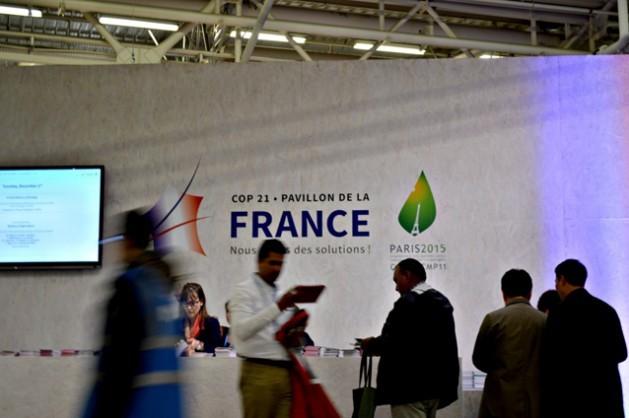 La COP21, organizada y presidida por Francia, se ha movido a paso veloz ante la presión del gobierno anfitrión, con el objetivo de acordar un tratado climático universal, el llamado Acuerdo de París. Crédito: Diego Arguedas Ortiz / IPS