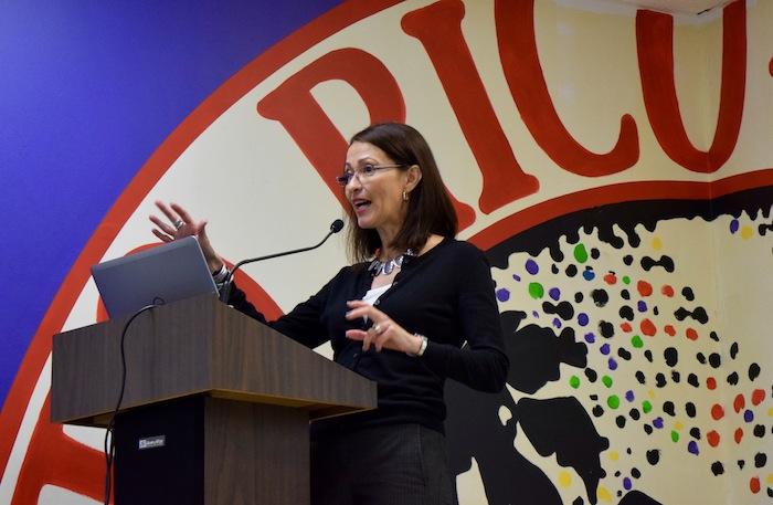La catedrática de la UPR-RP, Lourdes Lugo-Ortiz, funge como coordinadora nacional del GMMP (José Karlo Pagán/Diálogo).