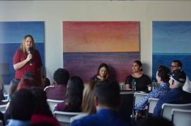 Milvia Archilla conversando con los estudiantes (Ricardo Alcaráz/ Dialogo UPR)