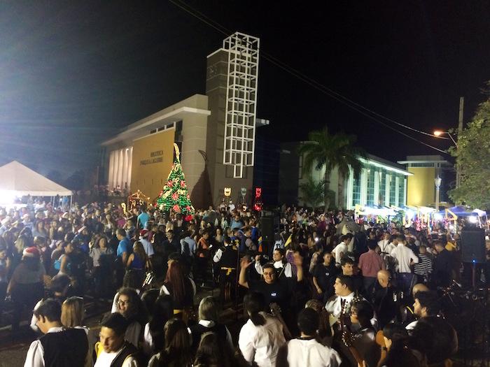 Encendido Navideno 2015 – UPR Aguadilla (Suministrada)