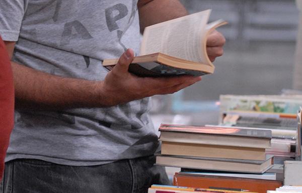 Libros. (Ricardo Alcaraz / Diálogo)