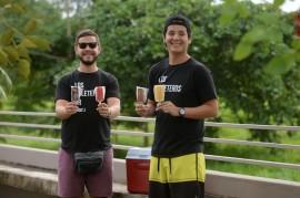 A la izquierda, Luis Bautista; a la derecha su hermano, Christian. Desde agosto del 2015 estos jóvenes disfrutan de la aventura de Los Paleteros. (Ricardo Alcaraz / Diálogo)