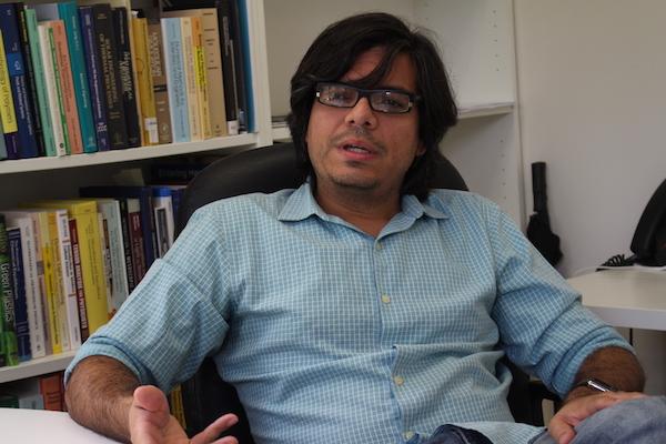 El doctor Ubaldo M. Córdova, catedrático asociado del Recinto Universitario de Mayagüez. (Adriana De Jesús Salaman/Diálogo)