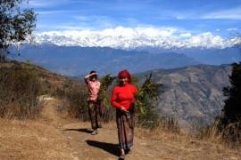 Más de 50 países mantienen leyes de nacionalidad y ciudadanía que discriminan por razón de sexo. En la imagen, mujeres de Nepal. Crédito: Arun Shrestha/IPS