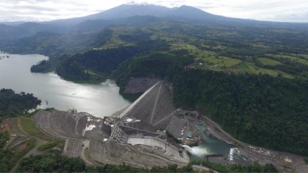 El Proyecto Hidroeléctrico Reventazón entrará a funcionar en este primer semestre de 2016 y aportará el quinto embalse a la matriz eléctrica de Costa Rica. Crédito: Instituto Costarricense de Electricidad