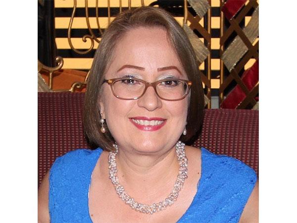 Profesora Aminda Sierra Archilla.