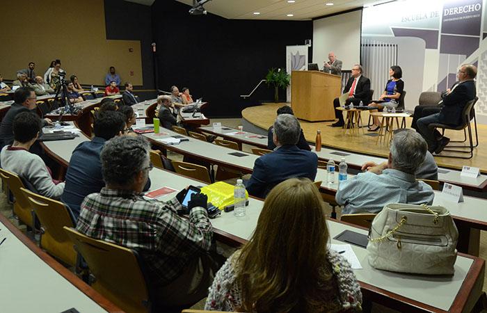 El panel se llevo acabo en la Escuela de Derecho de la Universidad de Puerto Rico como parte del simposio: La deuda pública y el porvenir de Puerto Rico. (Ricardo Alcaraz/Diálogo)