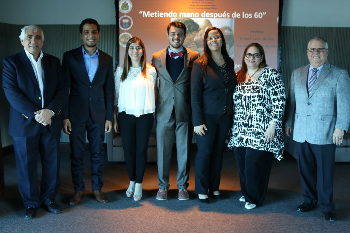 Sexologos clinicos y doctores Carmen G. Valcarcel y Jose R. Pando junto a otros participantes del foro.