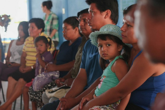 Indígenas bribri reunidos en 2015 con la viceministra Ana Gabriel Zuñiga, de Costa Rica, por la violencia que soportan por la invasión de sus tierras. (Suministrado)