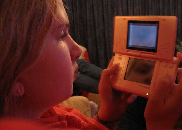 Niños con videojuegos. (Flickr)
