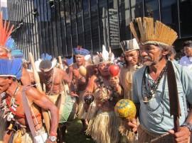 Indígenas brasileños durante una protesta en demanda de que se cumplan sus derechos como pueblos originarios, en la ciudad de Río de Janeiro. Crédito: Mario Osava/IPS.