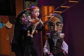 Con una apuesta llena de mimos, títeres, máscaras y danza, Y no había luz presentó el Retablo de Maese Pedro de Cervantes junto a la Orquesta Sinfónica de Puerto Rico. (Ricardo Alcaraz/Diálogo)