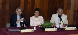 De izquierda a derecha, el doctor Gregory Quirk, la doctora Nilsa Burgos y el doctor  José Solís.